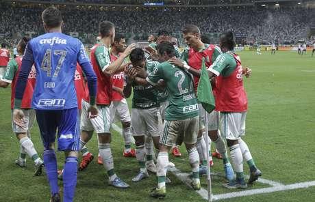 Palmeiras festeja gol de Dudu no Allianz Parque