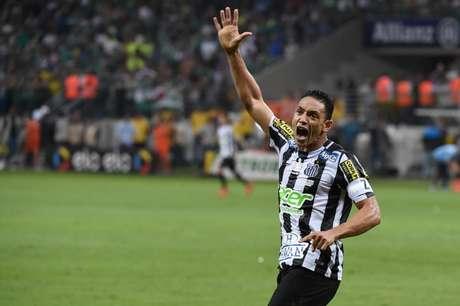 Ricardo Oliveira fez o gol que levou a partida para os pênaltis