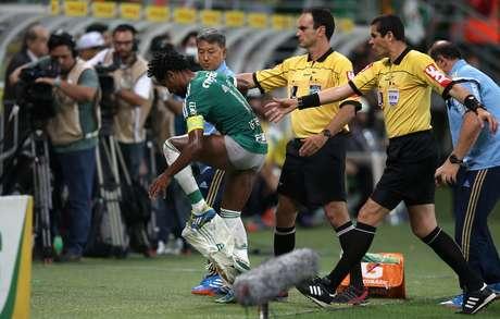 Zé Roberto teve de trocar o calção durante o primeiro tempo