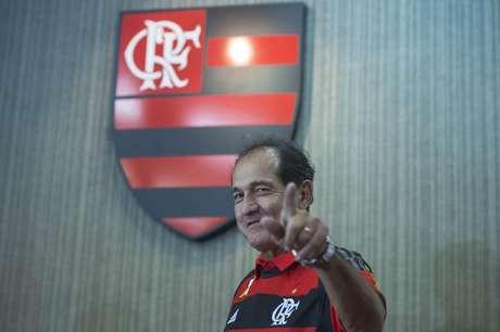 Após deixar o São Paulo em abril para tratar de problemas de saúde, o técnico ficou oito meses afastado do futebol e buscou se modernizar para voltar ao trabalho.