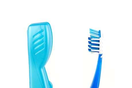 O enxaguante bucal é o mais indicado para desinfetar sua escova e a capinha de proteção