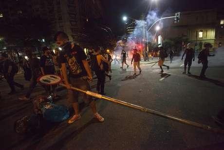 Manifestantes na avenida 9 de Julho durante Protesto de estudantes da rede estadual de ensino contra o fechamento das escolas na cidade de São Paulo.