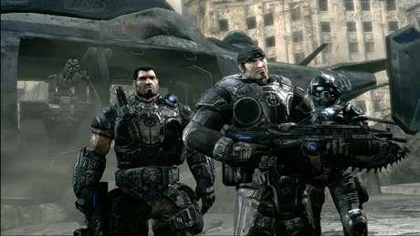 No papel de Marcus Fenix, jogador precisa destruir a ameaça alienígena Locust