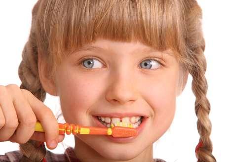 Cárie e gengivite são os principais problemas na infância