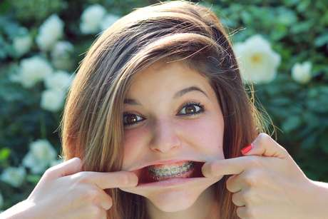 Uma pesquisa feita em Portugal revelou que 20% dos adolescentes não escovam os dentes diariamente