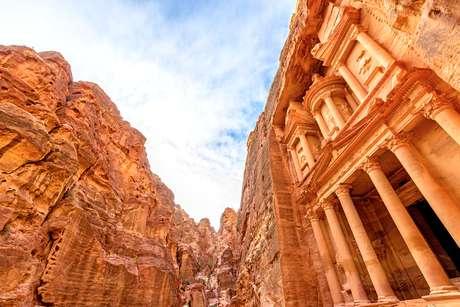 Patrimônios mundiais como Petra, na Jordânia, estão na rota completa