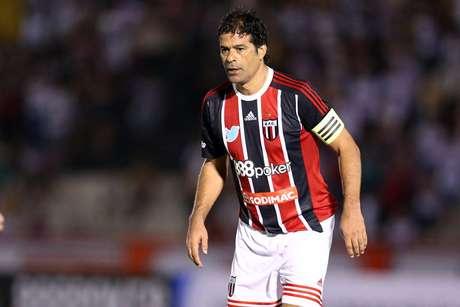 174d83b68d O ex-jogador Raí atuando durante partida festiva entre Botafogo-SP e  Comercial-