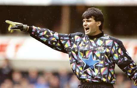 Pavel Srnicek em ação pelo Newcastle em 1995