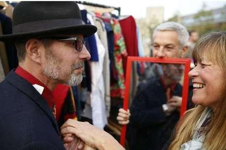 Graham durante visita a uma feira de roupas usadas: empatia com todos ao redor
