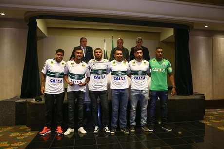 Leandro, Vinicius, Amaral, Ceará, Fabio Braga, Elisson e Gilson Kleina foram apresentados ao Coritiba nesta quarta (6)