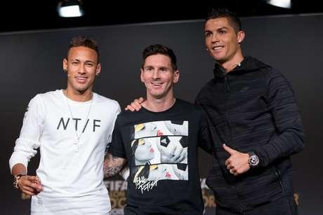 Em coletiva antes de cerimônia, Neymar exaltou o desempenho de Messi e Cristiano Ronaldo