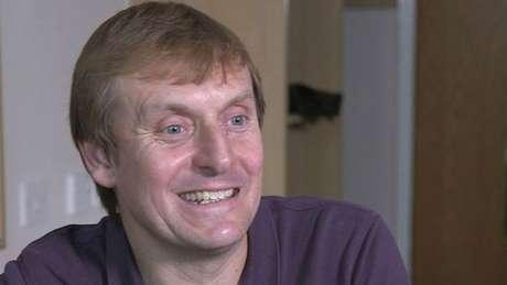Simon Watson cobra 50 libras (R$ 300 reais) por amostras de esperma; ele diz ter decidido se tornar doador após primeiro divórcio
