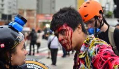 Jovem ficou ferido durante protesto contra aumento das passagens de transporte coletivo na terça-feira