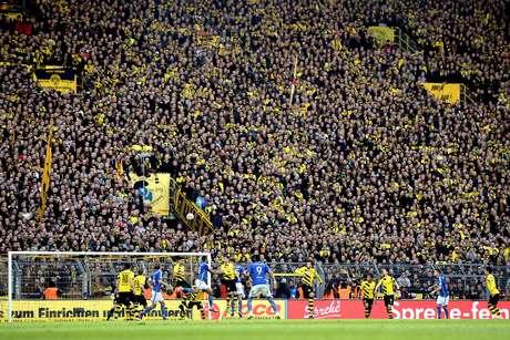 """A """"muralha amarela"""" lota todos os jogos do Borussia Dortmund no Signal Iduna Park"""