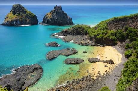 Praias de Fernando de Noronha são o cenário perfeito para quem quer relaxar