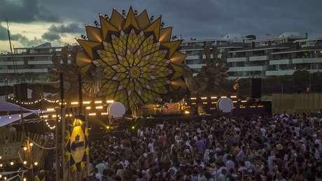 El Corona Sunset Festiva se realizará el 30 de enero, desde las 16 horas hasta la medianoche, en la Playa de Punta Piedra (Ruta F30 km 3,7 Maitencillo – Concón).
