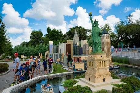 As gigantescas maquetes de cidades e pontos turísticos construídas com peças de Lego estão entre as atrações