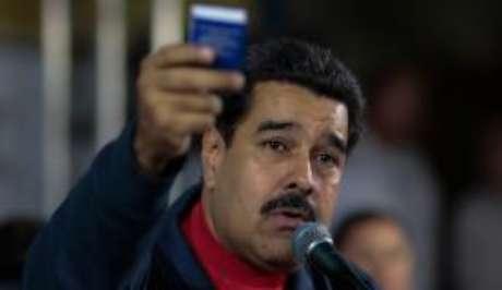 """Para Maduro, a Venezuela entrou num """"período de turbulência econômica"""" devido à queda dos preços do petróleo"""