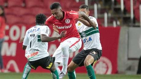 Na estreia dos times no torneio, Colorado domina o jogo mas não consegue balançar a rede no Estádio Beira-Rio, em Porto Alegre