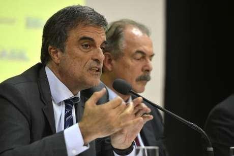 Os ministrosda Justiça, José EduardoCardozo,edaEducação,AloizioMercadante, durantea solenidadede lançamentodoPlano deAçõesArticuladas