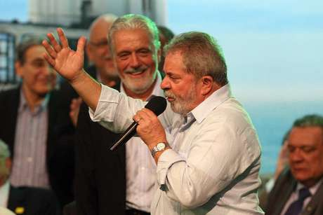 Lula admitiu através de nota publicada pelo Instituto Lula, que possuiu uma participação na cooperativa Bancoop mas que ela já foi declarada ao Fisco em 2006