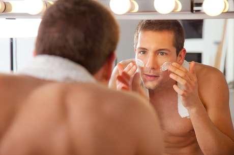 BB cream ou base preparam a pele para a maquiagem.