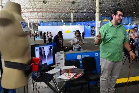 Thiago Melo apresenta o projeto de prótese sensorial que trará mais independência para deficientes visuais