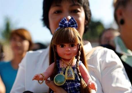 Tailandeses acreditam que bonecas trazem sorte e saúde