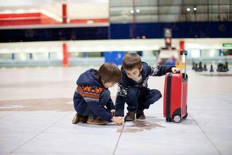 Conferir documentos e permissões para viajar para fora pode reduzir preocupações