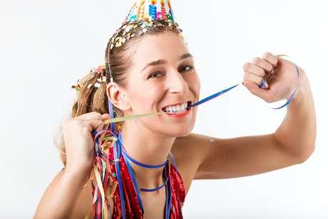 Clareamento e outros procedimentos estéticos como facetas, fragmentos e lentes de contato em porcelanas são indicados para pessoas a partir de 19 anos