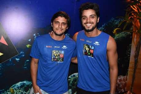 Os irmãos Simas se divertiram juntos em Salvador na última quinta (4)