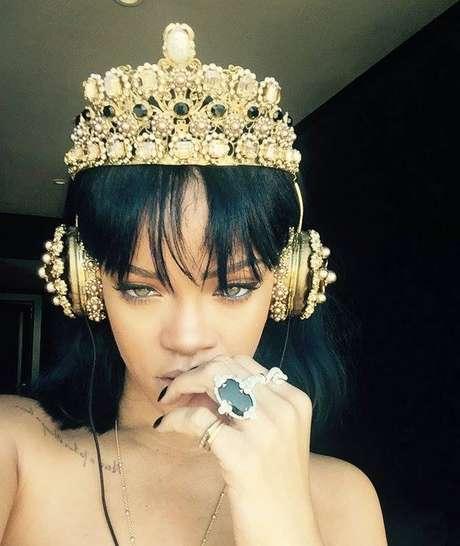 No meio musical, diversas músicas destinadas a alguns cantores acabam sendo gravadas por outros. É o caso de Disturbia, da Rihanna. A faixa faria parte do disco de Chris Brown, mas acabou sendo lançada pela diva do pop