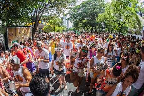 A Prefeitura de Belo Horizonte quer realizar o maior Carnaval da história da cidade. Para isso, mobilizou mais de 4 mil servidores públicos municipais para trabalhar na logística e atendimento aos moradores e foliões, durante todo o feriado