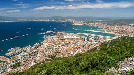 Gibraltar, território britânico localizado no sul da península ibérica