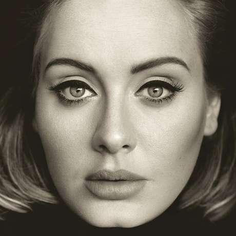"""Lançado em novembro de 2015, o terceiro álbum de Adele é, como ela mesma define, um """"disco para fazer as pazes"""""""