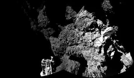 Imagem do cometa 67/P Churyumov-Gerasimenko onde está pousado o módulo Philae da sonda Rosetta
