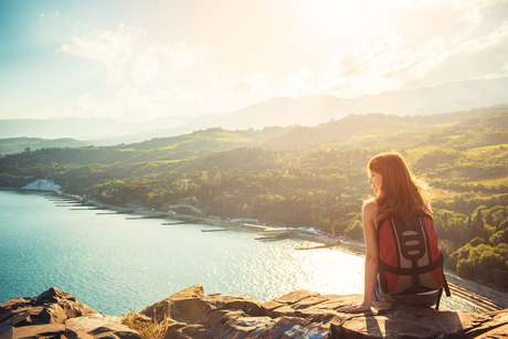 Viajar sozinho apresenta vantagens