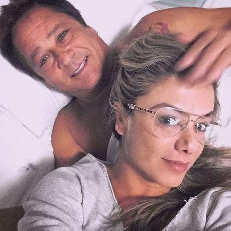 Há quase 20 anos juntos, Leonardo e Poliana Rocha sabem conciliar carreira e relacionamento como ninguém. Ela é assessora dele e ainda se dá super bem com os fãs do cantor
