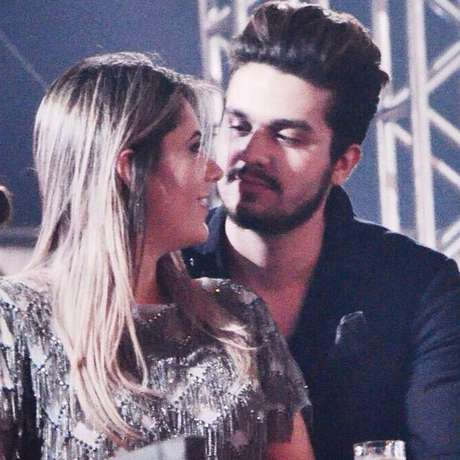 Luan Santana e Jade Magalhães estão igualmente na lista de romances marcados por idas e vindas. Os dois ficaram juntos entre 2012 e 2013, se separam, ficaram meses afastados, mas em 2015 resolveram dar uma nova chance ao amor