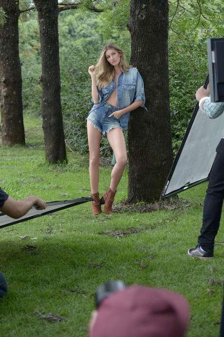 Gisele Bündchen no making of da nova campanha Inverno 2016 da Colcci