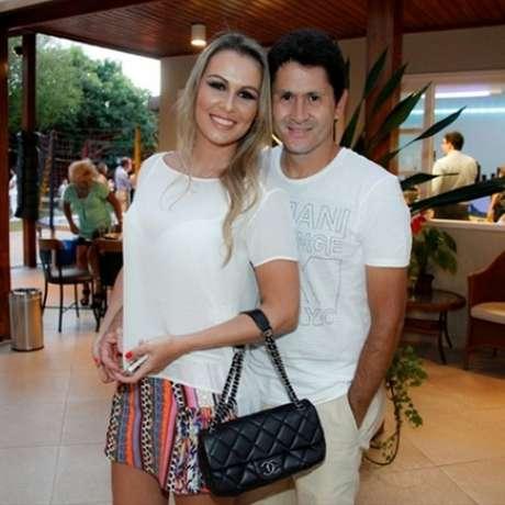 Blogueira de moda e uma das melhores amigas de Zilu, Tati Moreto é a lindíssima musa inspiradora de Gian, sertanejo que canta músicas ao lado de Giovani