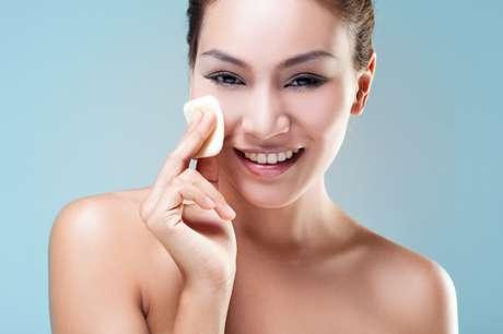 A limpeza de pele ajuda a remover impurezas e células mortas