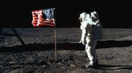 Dois meses depois do fim da missão Apollo 10, o homem chegava à Lua