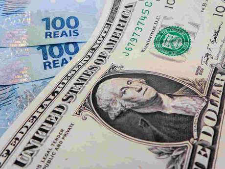 Aplicação em dólar: com incertezas no exterior e na cena doméstica, o mais prudente é fazer investimentos de curto prazo