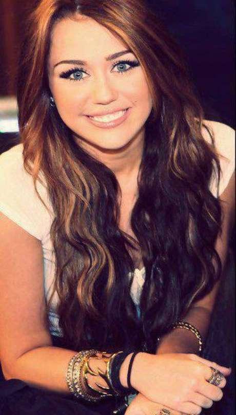 Após lançar diversos álbuns como a personagem do seriado, em 2007 lançou seu primeiro álbum de estúdio próprio, Meet Miley Cyrus, que lhe rendeu o primeiro lugar na Billboard 200