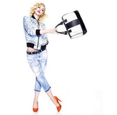 Depois de lançar uma linha de esmaltes com a OPI, a cantora e estilista lançou, em 2014, uma coleção de sapatos com a ShoeDazzle, intitulada GX by Gwen Stefani. Segunda ela, toda a linha deverá ser acessível, custando menos de US$ 110 (R$ 440)