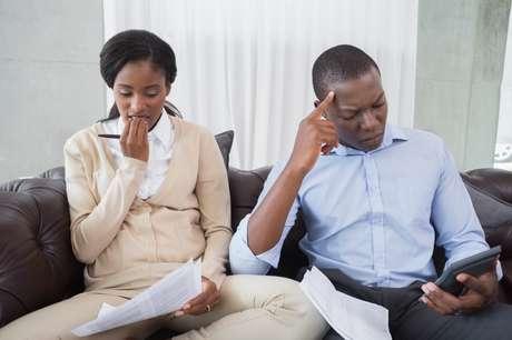 Corte gastos desnecessários e evite o acúmulo de dívidas.