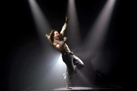 Embora o filme em si não tenha agradado muito à crítica, vale a pena pela atuação de Tom Cruise, que teve de estudar a história da música e do rock para dar vida ao rock star Stacee Jaxx