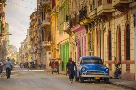 Andar pelas ruas da capital Havana parece uma volta ao passado