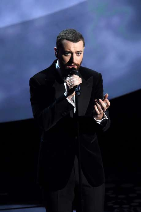 """Sam Smith cantou a música tema de """"007 Contra Spectre"""""""